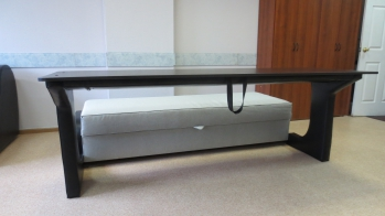 Прагматик: Диван  с большим двухметровым столом-спинкой для всех гостей
